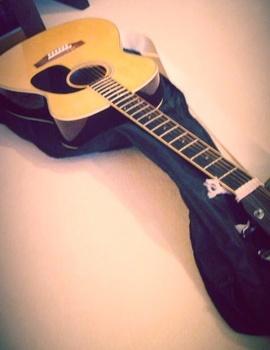 西内まりやギター.jpg